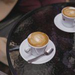 Una taza de café en la pared